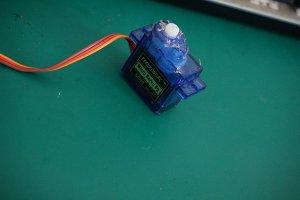 树莓派控制SG90舵机